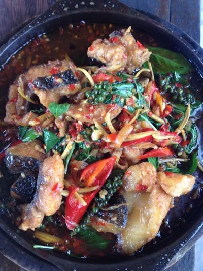 สวนอาหารล. ละอองธารทองปลาเผา (LO LA-ONG THAN THONG PLA PHAO RESTAURANT)