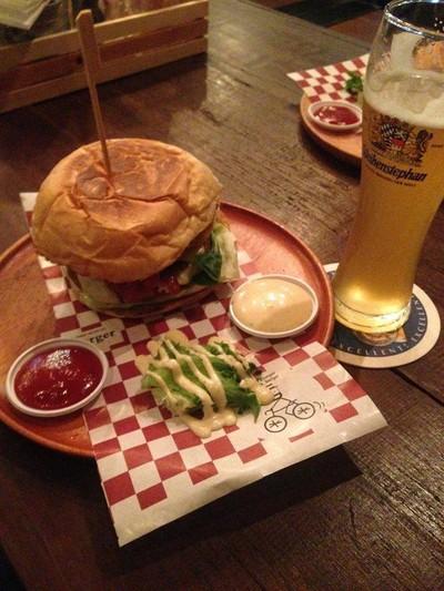 Jim's Burger (จิม เบอร์เกอร์) ซอยเสนานิคม