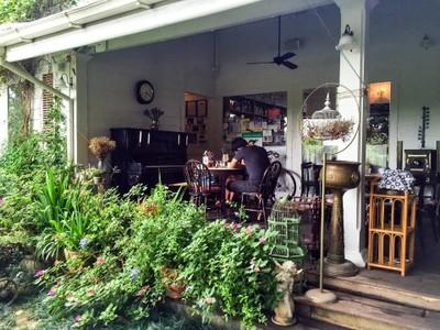 ชีวิตธรรมดา (Chivit Thamma Da Coffee House)