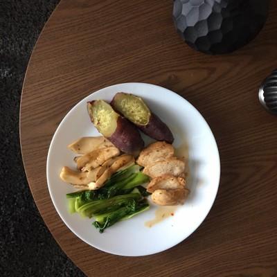 อาหารเที่ยงคลีนๆ กับอกไก่เห็ดออรินจิย่าง ทานพร้อมมันเทศและผักต้ม