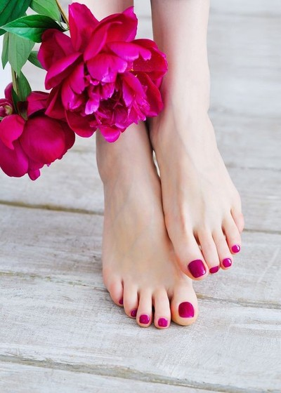 Gel Pedicure (Gel Color x Pedicure) ทาสีเจลเท้า ไม่มีดีไซน์ + ตัดหนังเท้า + บำรุงผิว Gel color for feet without any nail arts + pedicure + care treatment