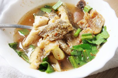 ต้มโคล้งปลาสลิดทอด