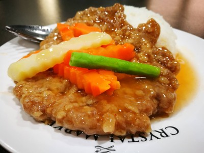 สตูว์หมู • ชิ้นละ 60฿ + ข้าวเปล่า 10฿ ที่ ร้านอาหาร ครัวจันทมาศ Crystal Market