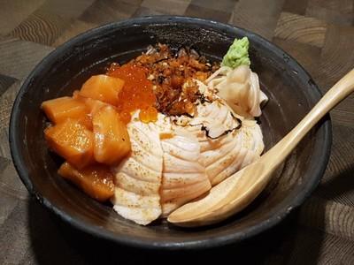 salmon donburi • ☆☆☆หมักกำลังดี เผาเนื้อนุ่มๆ ปลากรอบไม่ค่อยเข้า ที่ ร้านอาหาร Fillets The Portico หลังสวน