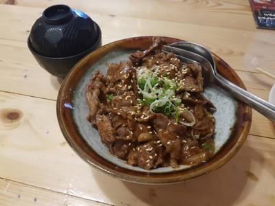 ข้าวหน้าเนื้อ • ☆☆☆119.-เยิ้มๆ หวานไปหน่อย เนื้อนุ่มดีไม่ติดมันมาก at Suzuran Sushi