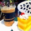 กาแฟเอสเพรสโซ่เย็นและเค้กส้ม