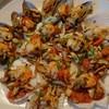 หอยเชลล์หอยแมลงภู่อบซอสไวน์ขาว