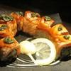 Salmon Anticucho Roll - ซูชิหน้าแซลมอนเบิร์นไฟ