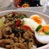 ใส่ไข่ต้ม ราดน้ำปลาพริกมะนาวหั่นเต๋า ขมๆเปรี้ยวๆแก้เลี่ยน
