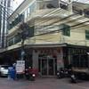 ร้านนี้อยู่ชั้น 2 ทางเข้าเป็นช่องตรงหัวมุมถนน ค่อยข้างเล็ก