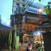 ร้านตั้งขายอยู่ปากถนนทรงวาดฝั่งท่าน้ำราชวงศ์