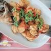 ปลากระพงสดๆแล่เนื้อชิ้นโตแล้วนำมาทอดน้ำปลา หรือราดพริก รับรองกรอบร่อยเต็มคำ